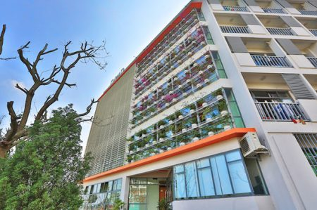 Nằm trong quần thể các khu ký túc xá tại Campus Hoà Lạc, học sinh THPT FPT sẽ sinh hoạt tại một toà nhà ký túc xá riêng biệt, cao 5 tầng với diện tích sử dụng gần 4.000m2.