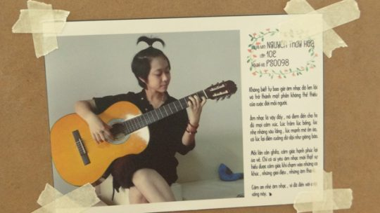 Hình ảnh cô gái nhỏ bé Nguyễn Thúy Hoa bên cây đàn guitar làm nhiều người thích thúchool4