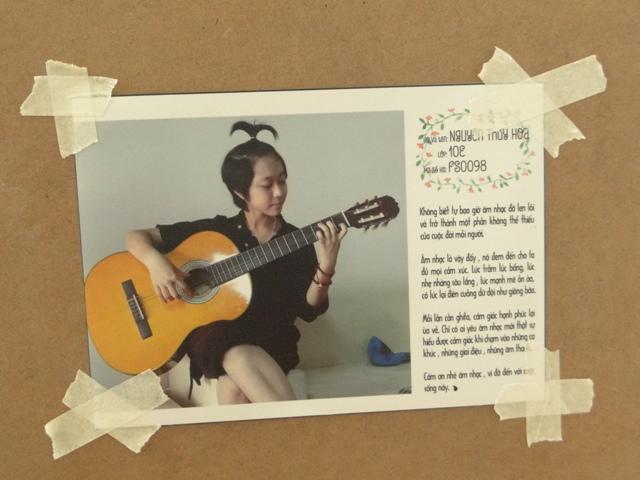Hình ảnh cô gái nhỏ bé Nguyễn Thúy Hoa bên cây đàn guitar làm nhiều người thích thú