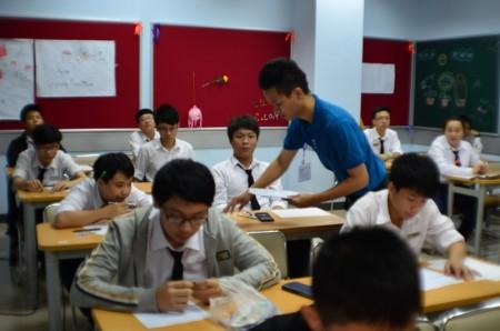 Kỳ kiểm tra giữa kỳ nhằm đánh giá quá trình, khuyến khích học sinh nỗ lực trong học tập.