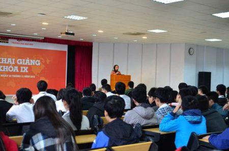 Cô Nguyễn Thị Tân - Phó hiệu trưởng nhà trường nhắc nhở học sinh Fschool chuẩn bị tốt cho kỳ thi quan trọng nhất học kỳ I