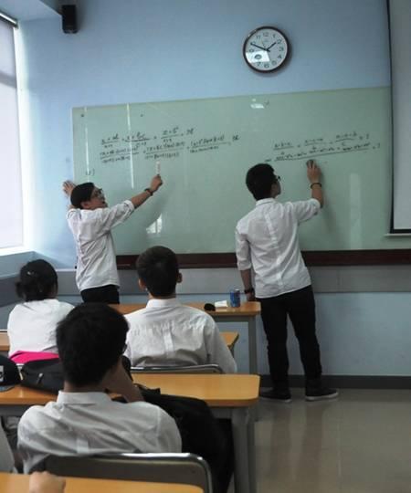 Cố vấn môn học cùng các bạn giải các bài tập và hướng dẫn các bạn hiểu các công thức dùng cho từng môn.