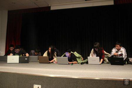 """Một cảnh trong vở kịch của đội """"Xương rồng tinh thông"""" - lớp 10A"""
