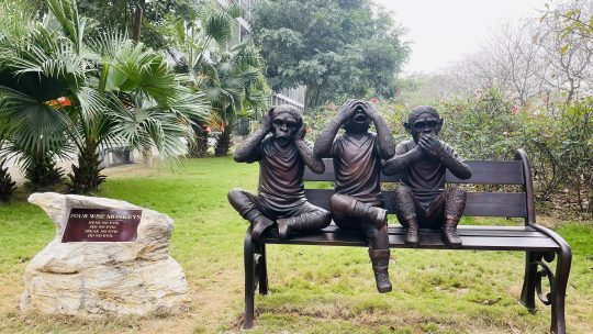 thpt-fpt-le-khanh-thanh-tuong-four-wise-monkeys3